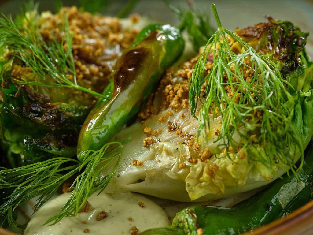 Ensalada tibia de cogollos con palta y pimientos del padrón | Restaurante Piantao Madrid